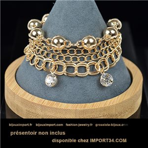 Pretty multirang charms bracelet set with high-shine rhinestones in gold metal 79068
